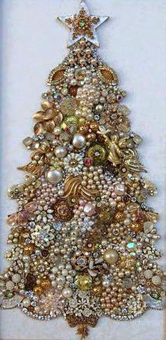 Old Jewelry Christmas Tree, must go to garage sales to collect and make in the autumn. Jeweled Christmas Trees, Christmas Trees For Kids, Christmas Tree Crafts, Christmas Jewelry, Christmas Wreaths, Christmas Decorations, Christmas Ornaments, Christmas 2016, Christmas Island