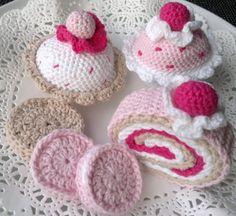 best ideas about Crochet Cake Crochet Cake, Crochet Fruit, Crochet Food, Crochet Kitchen, Knit Or Crochet, Crochet For Kids, Crochet Crafts, Crochet Dolls, Yarn Crafts