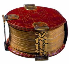 """The """"Codex Rotundus"""" owes its name to its round shape. It is a small book of hours cm diameter) made in Bruges in Thumbnails are most likely from the workshop of Dutchman Willem Date illuminator (active from 1450 to Cathedral Library, Germany. Vintage Book Covers, Vintage Books, Old Books, Antique Books, Medieval Books, Art Ancien, Beautiful Book Covers, Book Of Hours, Handmade Books"""