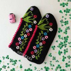 Shadow Knitting Sock Yarn Shawl pattern by Kimberly Gintar Creative Embroidery, Sock Yarn, Double Crochet, Knitting Socks, Free Printables, Elsa, Diy And Crafts, Pattern, Shoes And Socks