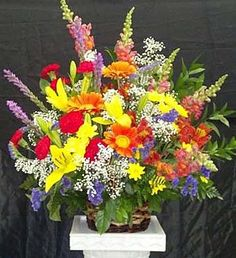 As bright and beautiful as the eternal memories of a lost loved one, these elegant blooms make a heartfelt expression of your deepest sympathy. Large Flower Arrangements, Funeral Flower Arrangements, Fresh Flowers, Spring Flowers, Casket Sprays, Cemetery Flowers, Easter Flowers, Sympathy Flowers, Flower Basket