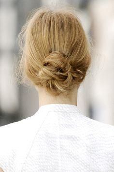 messy bun-love this hair do! Crown Hairstyles, Braided Hairstyles, Wedding Hairstyles, Bridal Hair Inspiration, Braut Make-up, Hair Today, Hair Dos, Gorgeous Hair, Hair Trends