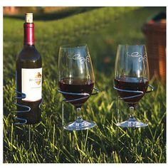 outdoor wine bottle and wine glass holders. perf for picnics or parties!