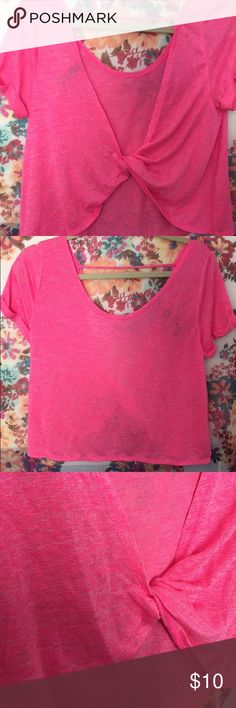Hot pink top This crop top has a twist as the back ! Cute for every day and even working out ! Aeropostale Tops