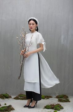 Vietnamese Traditional Dress, Vietnamese Dress, Traditional Dresses, Japanese Fashion, Asian Fashion, Style Fashion, Ao Dai Modern, Ao Dai Cach Tan, Best Party Dresses