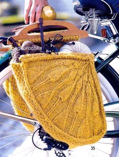 Dutch bike style knitted bags, I want to make a pair! Bicycle Panniers, Bicycle Bag, Dutch Bike, Crochet Wool, Crochet Gifts, Yarn Bombing, Bike Style, How To Purl Knit, Textiles