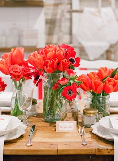 Gorgeous red #tulips gussy up a farm table | Photography: lisalefkowitz.com | Styling: gloriawongdesign.com + jubileelauevents.com
