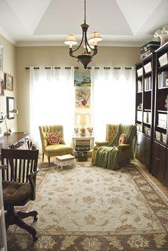 en haut , tapis, chaise et biblio dans le même style Bohemian Interior, Wren, Humble Abode, Beautiful Homes, House Beautiful, House Tours, My House, Nest, House Plans