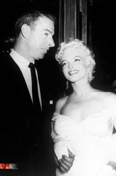 Joe di Maggio e Marilyin Monroe Joe Dimaggio Marilyn Monroe, Art Marilyn Monroe, Hollywood Stars, Classic Hollywood, Old Hollywood, Hollywood Icons, Richard Rodgers, Tyrone Power, Norma Jeane