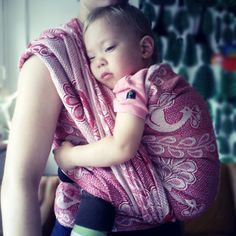 Didymos Garnet Pfau has arrived! It has been said this wrap is only for experienced wrappers and I can see why; this is like wrapping your baby in a thick denim wrap! But so supportive, beautiful and special - love it. Thanks @Helen B #didymos #babywearing