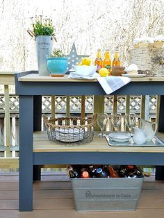 DIY - Outdoor Serving Cart Tutorial with cut list and directions for kreg screw construction Outdoor Serving Cart, Outdoor Buffet Tables, Outdoor Bar Cart, Diy Outdoor Bar, Serving Table, Diy Patio, Outdoor Living, Outdoor Table Decor, Outdoor Shelves