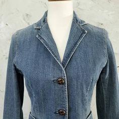 1fd58ef79c4 Hip 90s Gap Denim Jean Jacket Womens Size 4 In great condition. gently worn  Functioning