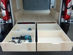 Kits d'aménagement bois pour fourgons, véhicules utilitaires et VUL Trailer Shelving, Van Shelving, Trailer Storage, Van Conversion Interior, Van Interior, Van Storage, Tool Storage, Van Organization, Van Racking