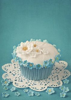 Baby blue cupcakes!
