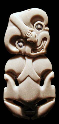 Art maori (musée du Quai Branly) - Oceanian art - Wikipedia, the free encyclopedia Ethnic Jewelry, Jewelry Art, Jewellery, Art Sculpture, Sculptures, Art Maori, Polynesian People, Maori Designs, Art Premier