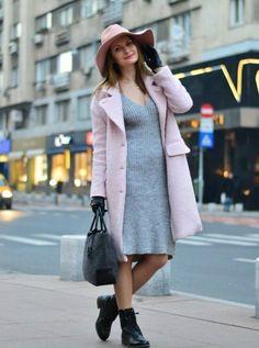 вязаное платье, пальто и фетровая шляпа + ботинки на плоской подошве. кибби натурал.