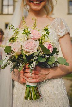 Lizzy's beautiful bouquet for her elegant & romantic castle wedding in Tuscany! Wedding planning by www.tuscantoursandweddings.com
