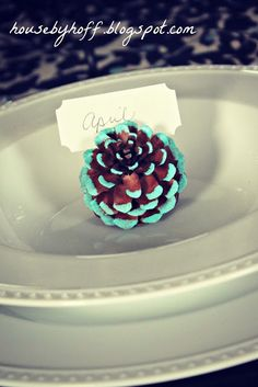 Are you ready for another easy holiday DIY project? How about some gorgeous painted pine cones to dress up your holidaydinner table? I love this little project for many reasons, but the versatility of the pine conestops the list! You could use them as place card holders: Or in a centerpiece: I added a few …