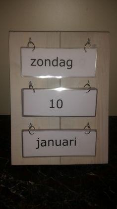 Gemaakt voor op me werk. Ik werk met de doelgroep dementerende ouderen. Via deze kalender weten ze welke dag het is.