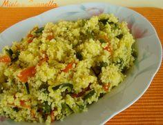 Oggi vi propongo un couscous primaverile, con i primi pisellini e le prime zucchine di stagione, un piatto facile e veloce