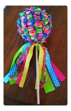 Learn how to make Cheap and Easy Birthday Gifts for Boyfriends - DIY Candy Bouquets. You can buy all the supplies you need at your local dollar store Candy Bouquet Diy, Diy Bouquet, Lollipop Bouquet, Candy Boquets, Candy Pop, Candy Party, Lollipop Candy, Diy Birthday, Birthday Gifts