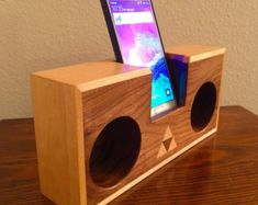 Acoustic speaker wooden i phone stand i phone SE i by HBcotswold