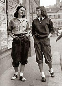 greypoppies:  London girls wearing pedal pushers, ca. late 1950s.     always reblog…