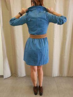 Hola a tod@s: En esta entrada os muestro una falda plisada en fondo azul con estampado floral, muy chula y divertida de fácil combinación y algo muy importante, que le puedes sacar un gran partido...