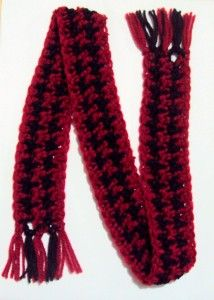 Crochet Pattern: Houndstooth Pet Scarf @ Crochet Spot; free pattern, simple houndstooth design