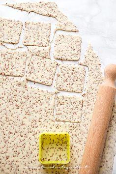 Intagliare i Crackers - Ricetta Crackers senza lievito