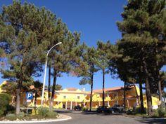 Lagoas de Santo Portugal, Mansions, House Styles, Cottages, Home Decor, Ponds, Tourism, Mansion Houses, Homemade Home Decor