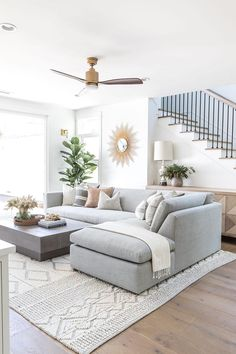 Cozy Living Spaces, Home Living Room, Apartment Living, Living Room Designs, Bright Living Room Decor, Living Room With Plants, Living Room Interior, Bright Rooms, Cozy Apartment