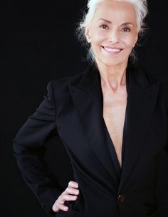 Old International Model, Yazemeenah Rossi, Is Proof That Aging Means Active And Beautiful Ford Modeling Agency, Model Agency, Yasmina Rossi, Stylish Older Women, Becoming A Model, Ageless Beauty, Going Gray, Queen, Silver Hair