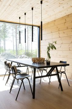 Realise a healthy and ecological Scandinavian house with solid wood. Get inspired by contemporary designs and plan your dream home! home interior, Inspiration for a modern log house Cabin Decor, Log Home Decorating, Log Home Interior, Modern Log Cabins, Home Decor, Modern Cabin, House Interior, Log Home Interiors, Contemporary Home Decor