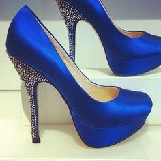 Round toe pumps with sparkle details for your something blue.