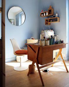 Valentine, Paris – Inside Closet - New Deko Sites Desk Setup, Home Office Design, First Home, Office Desk, Work Desk, Vintage Home Decor, Decoration, Sweet Home, Interior Design