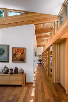 Modern Cottage Design: Sebastopol Residence by Turnbull Griffin Haesloop Architects Flur Design, Hallway Designs, Hallway Ideas, Modern Cottage, Cottage Design, Cottage Style, Interior Architecture, House Plans, New Homes