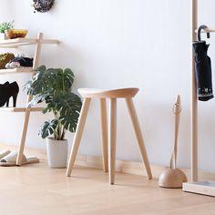 cosine エントランススツール 生活感を感じさせない上質なインテリア。玄関で靴を履くときや、急な来客時などにも最適なスツールです。