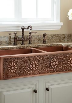 Bring warmth and style to your cottage-chic kitchen with a copper farmhouse sink with a sunflower design. Start planning your new kitchen renovation by re. Copper Farmhouse Sinks, Farmhouse Sink Kitchen, Rustic Kitchen, Kitchen Sinks, Kitchen Decor, Copper Sinks, Modern Farmhouse, Farmhouse Style, Farmhouse Decor