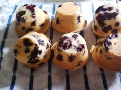 I used this recipe to make 6 very large muffins, cooking for an extra 5-7 minutes, but you can do it making regular sized ones for the time noted in the recipe.Weight Watcher Points Value:If you make 12 muffins = 7 points per muffinIf you make 6 jumbo muffins = 13 points per muffin