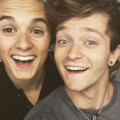 OH...HOW I LOVE THIS BRONNOR PIC.. #Bronnor @bradleywillsimpson @imcalledconnor btw what u doin all?