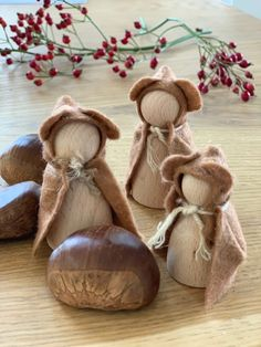 Herbstwichtel basteln, Anleitung und Schnittmuster Nativity Peg Doll, Clothespin Dolls, Merry Christmas Wishes, Wine Bottle Crafts, Arts And Crafts Projects, Felt Diy, Diy For Kids, Christmas Crafts, Christmas Ideas