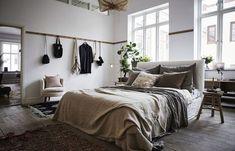 Stylish and cute apartment studio decor ideas Cute Apartment, Bedroom Apartment, Home Bedroom, Bedroom Decor, Bedroom Ideas, Bedroom Storage, Bedroom Signs, Bedroom Green, Bedroom Organization