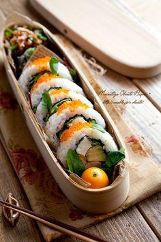 California Sushi Roll Bento  カリフォルニアロール弁当  カリフォルニアロール ・金柑 ・ひじき入り卯の花 ・ほうれん草とささ身の彩りごま和え