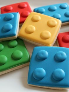 Great idea for kids party foodHow to make Lego cookies - how amazing are these!?