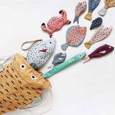 Don Fisher fish (and a crab) zipper pouch. Love all of these--especially that needle nose fish!Textile Fish Bags by Julia Castaño - Ellen Wirth-Foster - - Textile Fish Bags by Julia Castaño Textile Fish Bags – By Julia Castano. Sewing Toys, Sewing Crafts, Sewing Projects, Sewing For Kids, Diy For Kids, Fish In A Bag, Fish Bags, Don Fisher, Fabric Fish