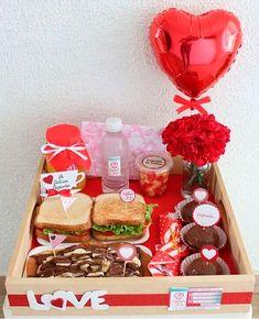 Valentines Breakfast, Valentines Day Cakes, Walmart Valentines, Gift Box Birthday, Diy Birthday, Cute Gifts, Diy Gifts, Breakfast Basket, Gifts For My Boyfriend