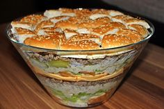 ▷ The best party recipes for delicious Big Mac salad - salad - Nudel Salat İdeen Party Finger Foods, Party Snacks, Big Mac Salat, Best Pasta Salad, Tasty, Yummy Food, Delicious Recipes, Party Buffet, Catering Food