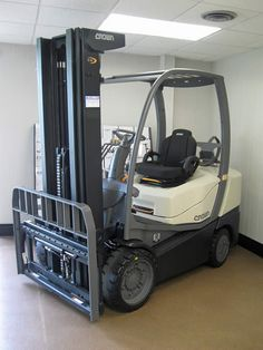 Crown C5 1000-60 for sale in East Providence, RI | www.crellin.com #forklift #warehouse