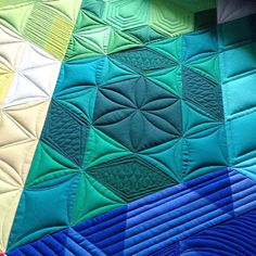Time to fix dinner! ...I think I'd prefer to quilt  #gravityquilt #customerquilt #customquilting #theqpcurvetemplates #theqpedge #longarmquilting #fmq #freehandquilting #freemotionquilting @morganhinkle17